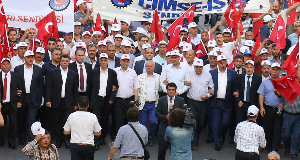 TÜRK-İŞ DARBE GİRİŞİMİNİ BİRKEZ DAHA PROTESTO ETTİ